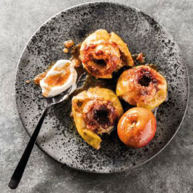 Brown sugar and cinnamon baked apples | Woolworths.co.za